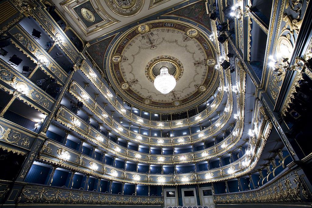 Théâtre Stavovské divadlo dans la vieille ville de Prague - Photo de Jorge Royan