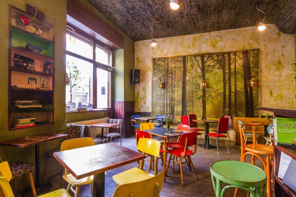 Café V Lese dans le quartier de Vinohrady à Prague