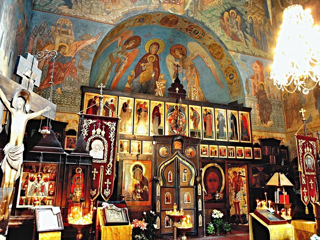 Eglise orthodoxe dans le cimetière Olšany dans le quartier de Zizkov à Prague - Photo de vitvit