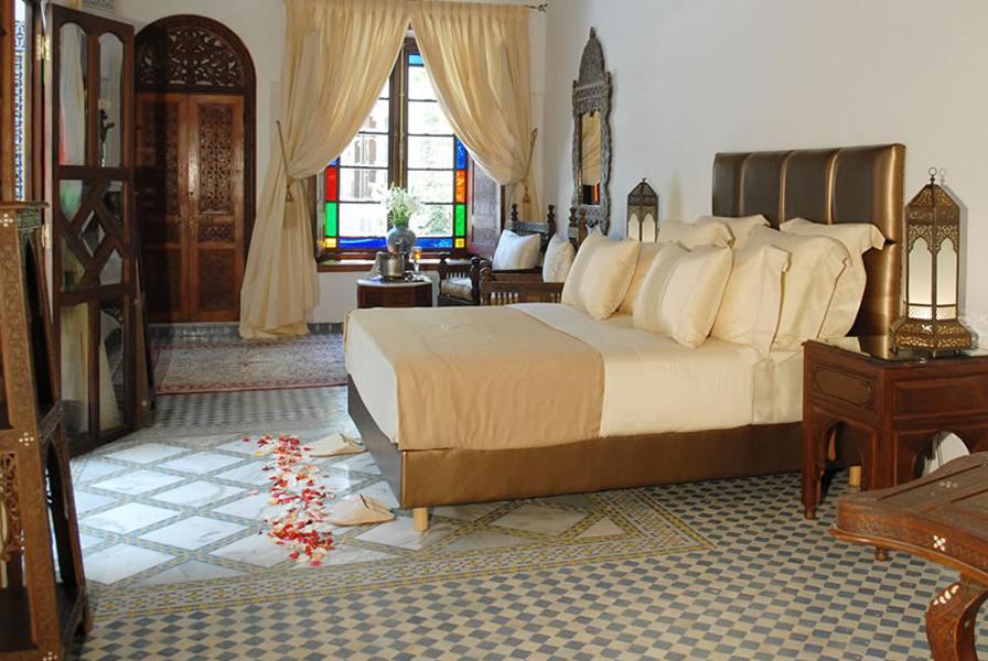 Hotel de charme à Fès : Chambre élégante du Riad Alkantara.