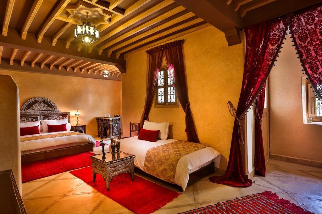 Deco traditionnel dans une chambre de l'hôtel Riad Fleurs d'Orient à Marrakech.