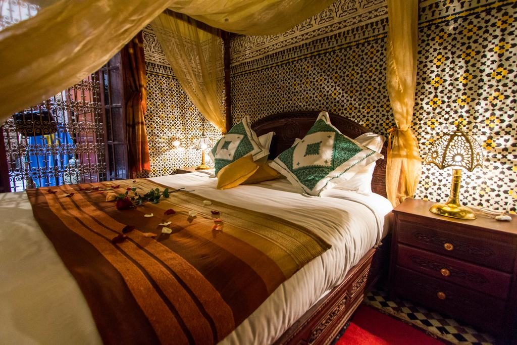 Chambre confortable au Riad Ibn Khaldroun, un hôtel d'un bon rapport qualité/prix à Fès.