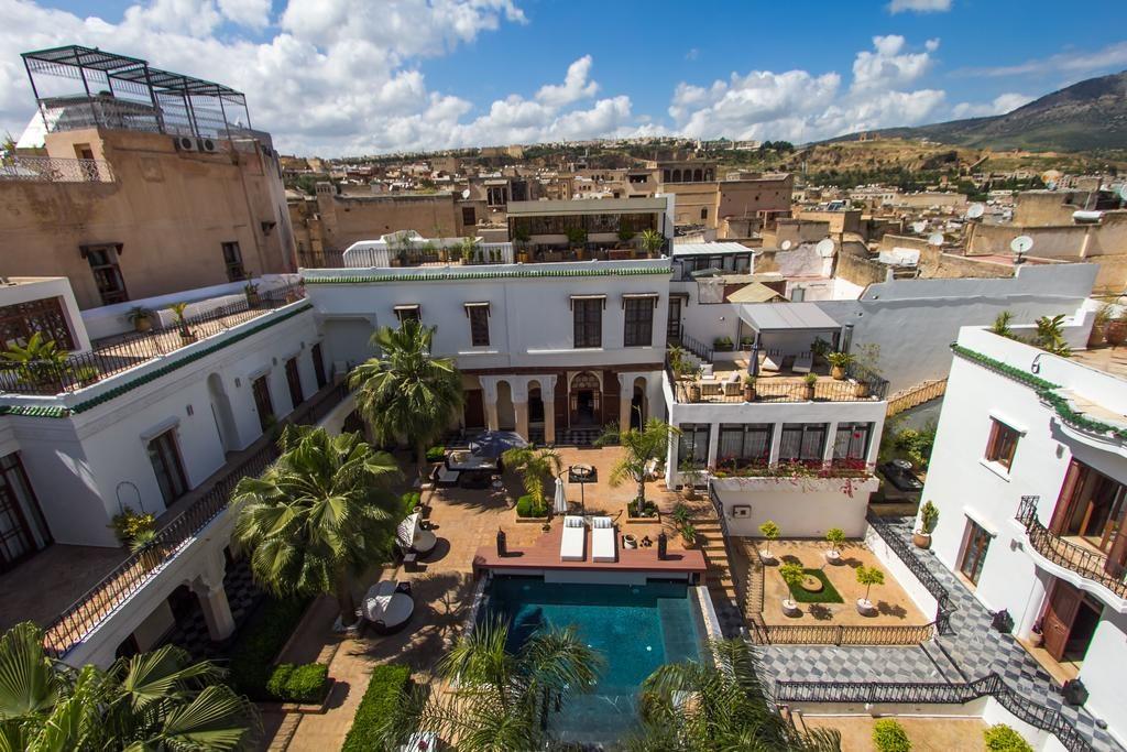 Hotel de charme à Fès : Jardin et piscine du Riad Mayfez suites & spa.