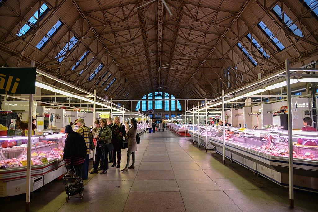 Dans le marché central de Riga, ancien hangar à zeppelin - Photo de Jorge Lascar