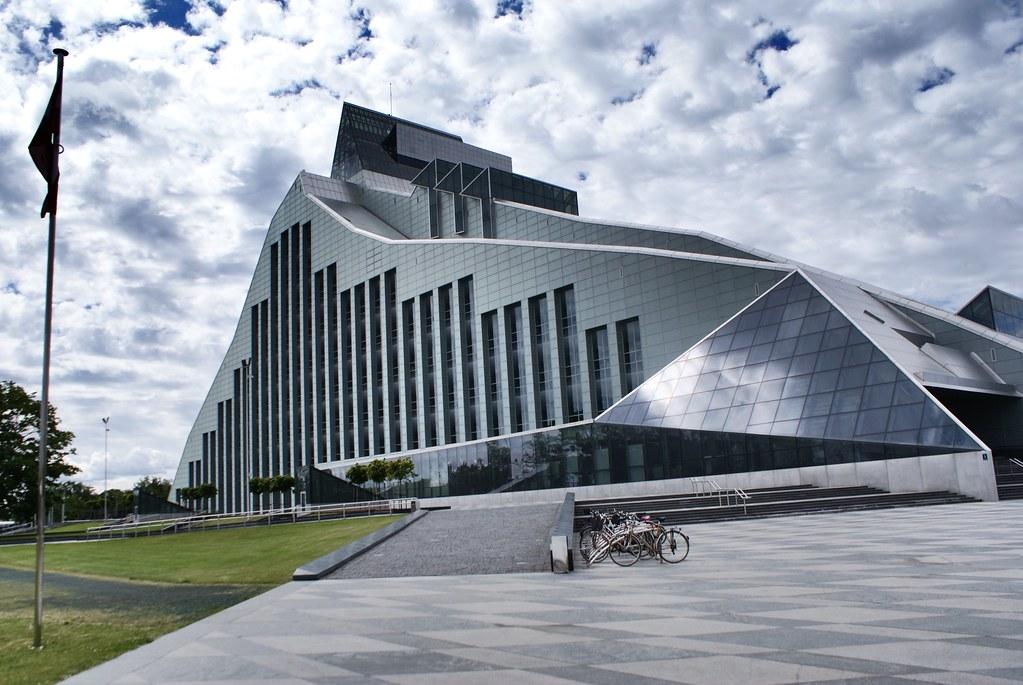 Bibliothèque Nationale de Riga dans le quartier de Pardauvaga.