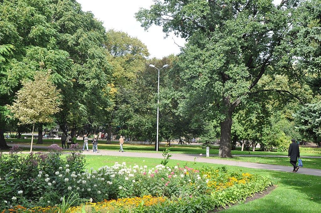Dans le jardin de Vērmanes dans le quartier de Centrs à Riga - Photo de M.Strīķis