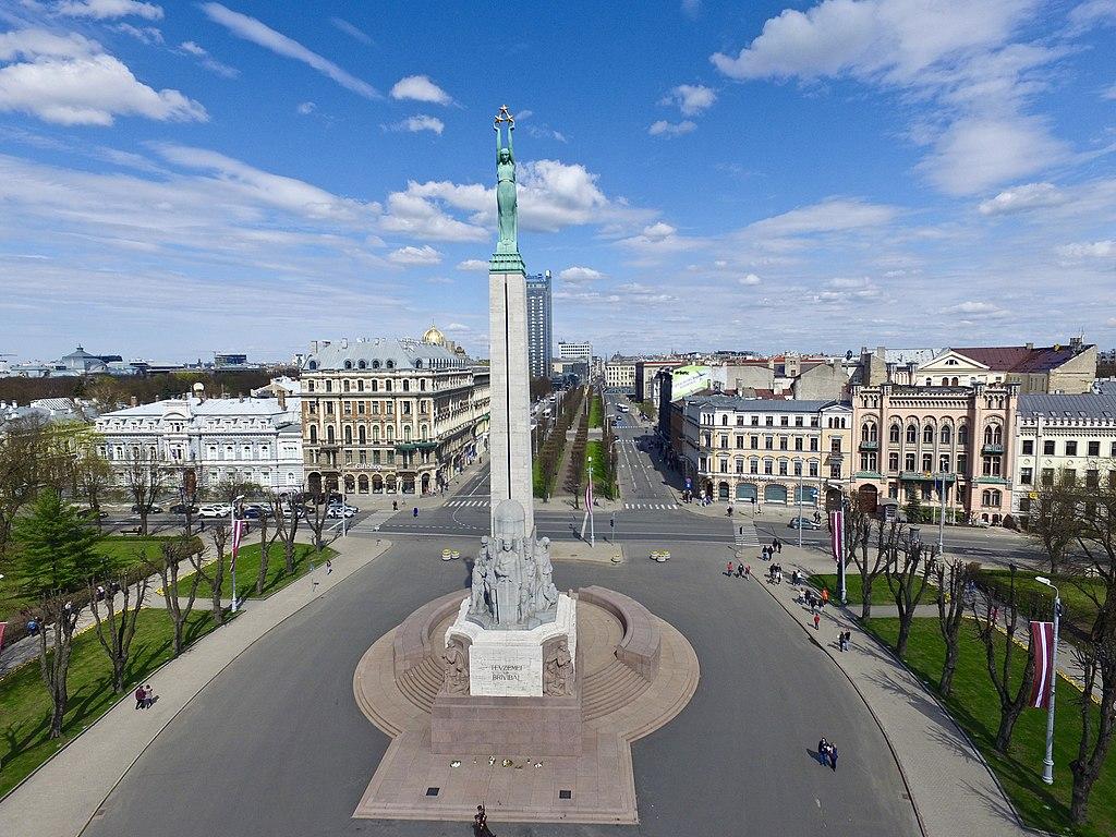 Statue de la Liberté dans le quartier de Centrs à Riga - Photo de Dmitrijs Kuzmins