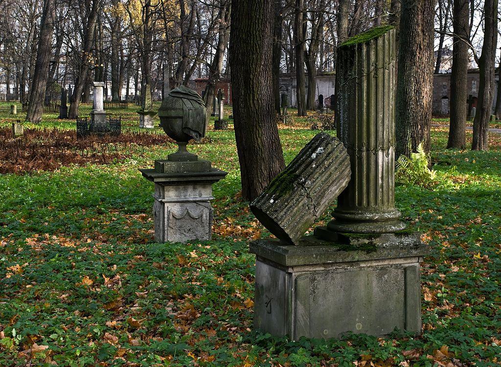 Dans le Grand Cimetière de Riga dans le parc de Mezaparks - Photo de Nikodem Nijaki