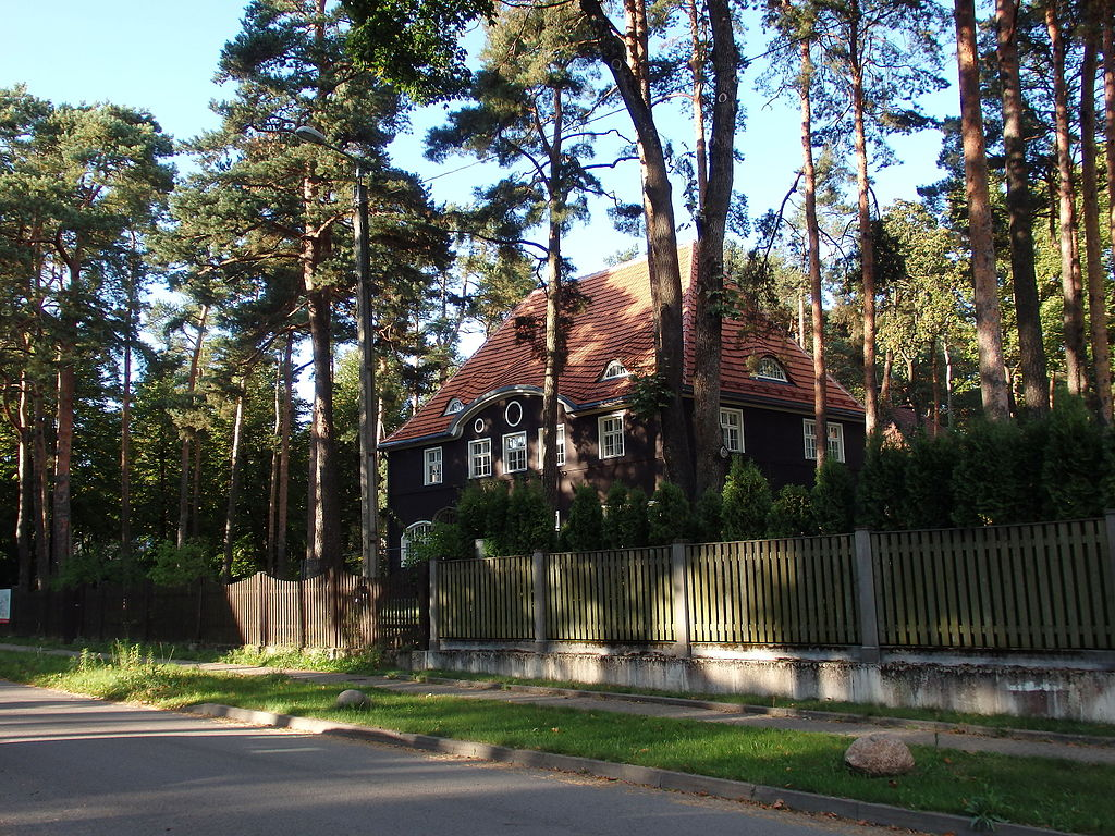 Maison dans la cité-jardin dans le quartier de Mezaparks à Riga - Photo de Īriss Sviklis