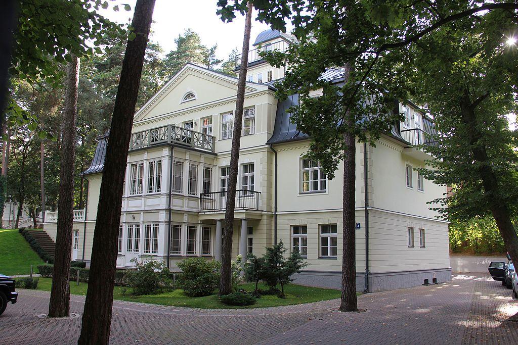 Maison dans la cité-jardin dans le quartier de Mezaparks à Riga - Photo d'Agishev