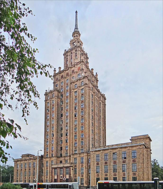 Architecture stalinienne avec l'académie des sciences de Riga [Maskavas Forstate]