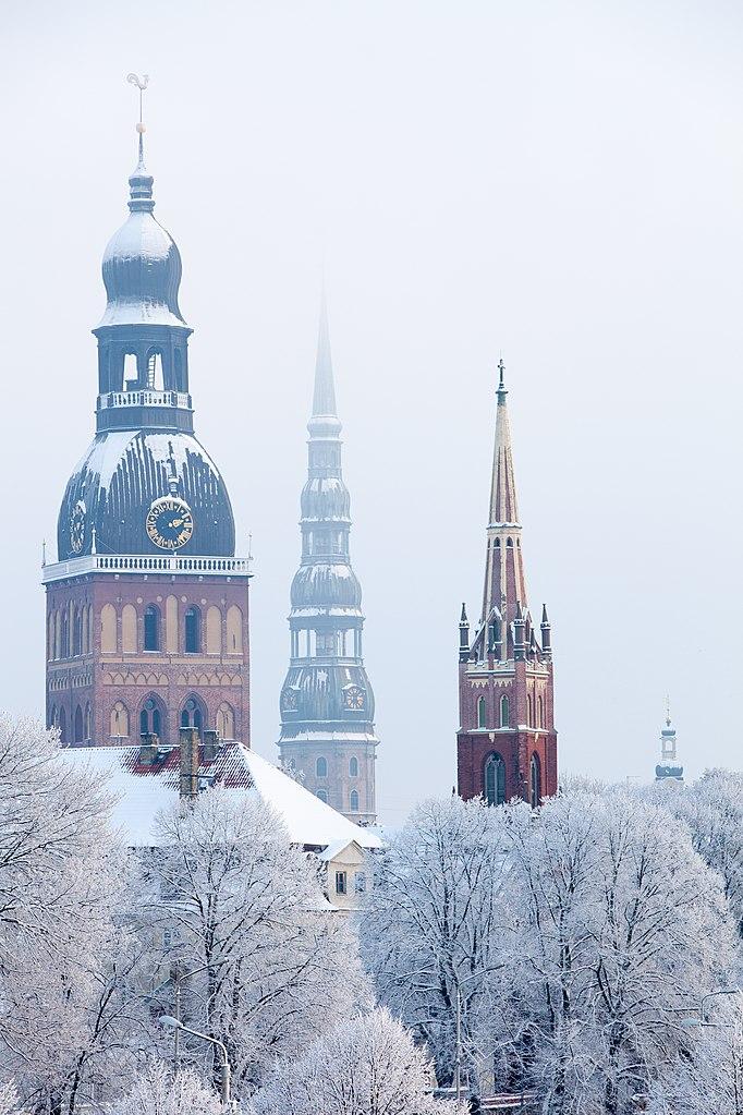 Clochers des églises de la vieille ville de Riga - Photo de Karlis Ustups