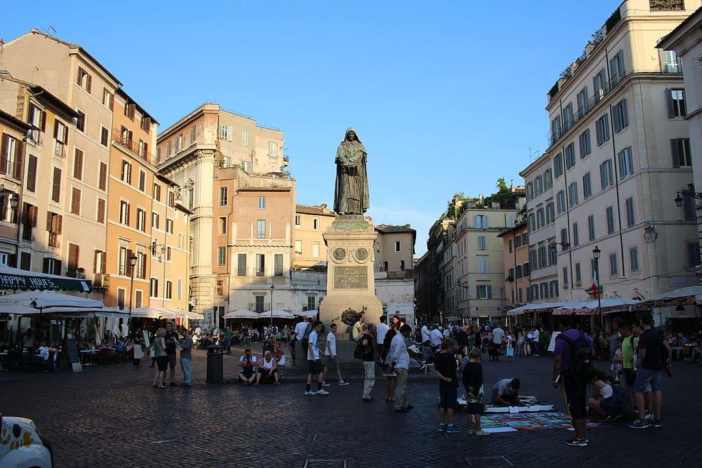 Statue de Giordano Bruno sur le Campo de' Fiori dans le centre historique de Rome - Photo de Victor R. Ruiz
