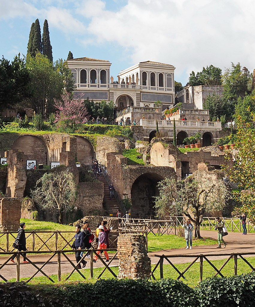 Jardin Farnèse sur la colline du Palatin dans le quartier antique de Rome - Photo de Peter1936F