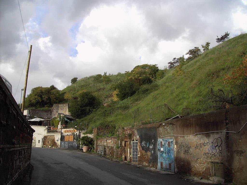 Colline d'amphores de Testaccio à Rome ou 8e colline de la ville. Photo de Lalupa