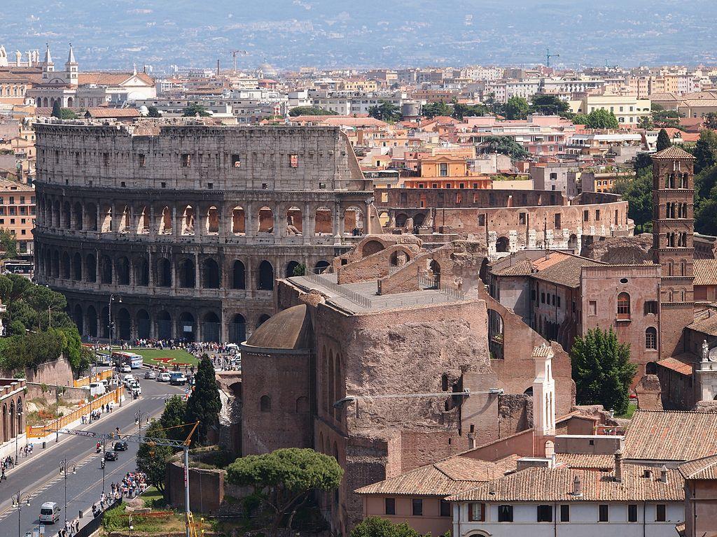 L'incontournable Colisée dans le quartier antique de Rome - Photo de Danbu14