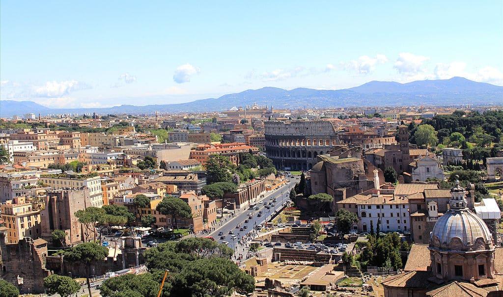 Vue sur le quartier antique de Rome depuis le monument à Victor Emmanuel II - Photo de Karelj