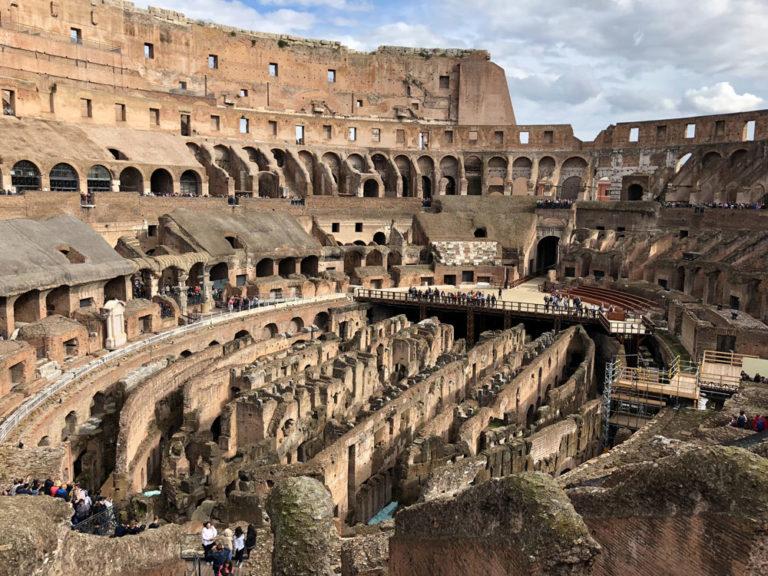 A l'intérieur du Colisée dans le quartier antique de Rome - Photo d'Ahmed Rasheed