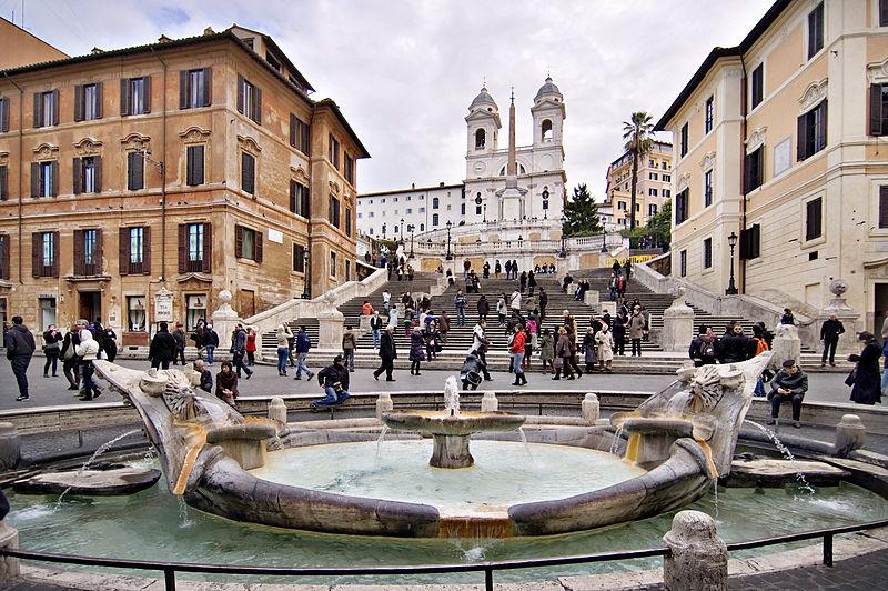 Place d'Espagne dans les beaux quartiers du nord de Rome - Photo de 2pi.pl