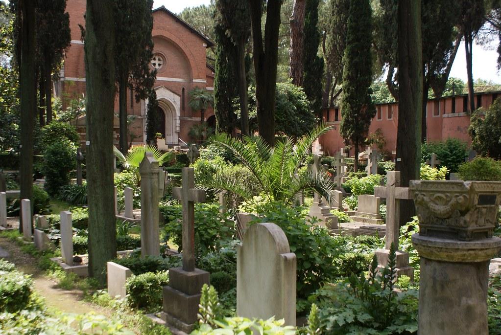 Chapelle du cimetière protestant ou non-catholique de Rome.