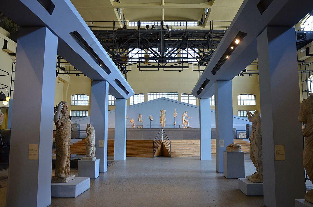Centrale Montemartini à Rome : Vieilles machines et sculptures romaines. Un contraste superbe. Photo de Carole Raddato