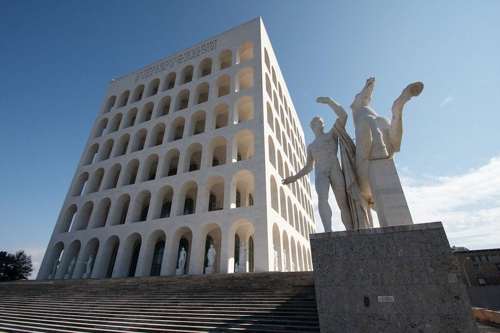 Colisée carré dans le quartier EUR de Rome. Photo d'Alexande Delbos.