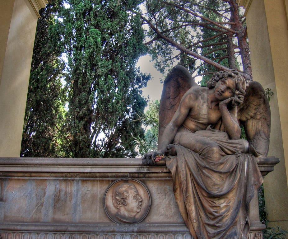 Statue du cimetière Campo Verano dans le quartier de San Lorenzo à Rome. Photo de Iessi