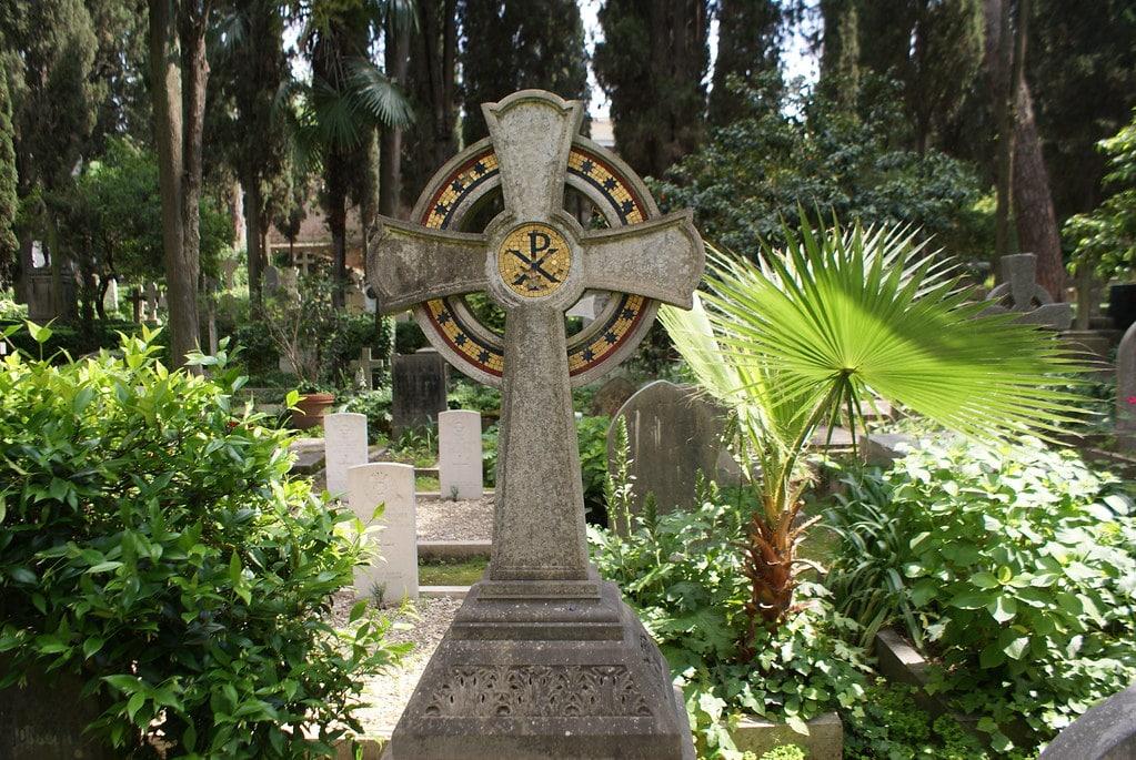 Dans le cimetière protestant de Rome dans le quartier de Testaccio.