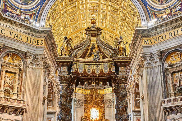 Dans la Basilique Saint Pierre du Vatican à Rome - Photo de Mathew Schwartz