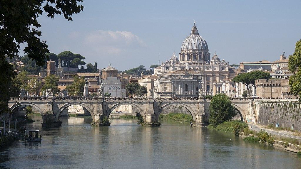 Vue sur la coupole de la Basilique Saint Pierre à Rome (Vatican). Photo de Nicholas Hartmann