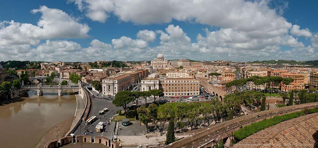 Vue sur le Vatican depuis le Chateau Saint Ange à Rome