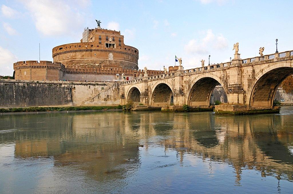 Castel Sant'Angelo à Rome vu depuis la rive du Tibre – Photo de Dennis Jarvis