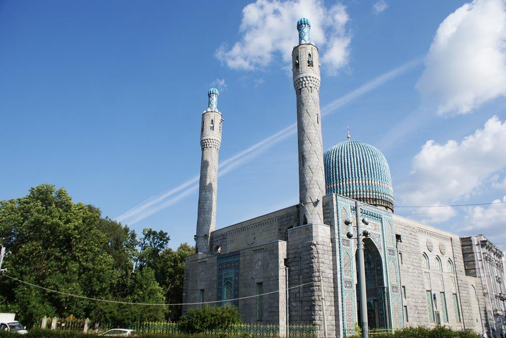 Minarets et coupole de la Grande mosquée de Saint Petersbourg