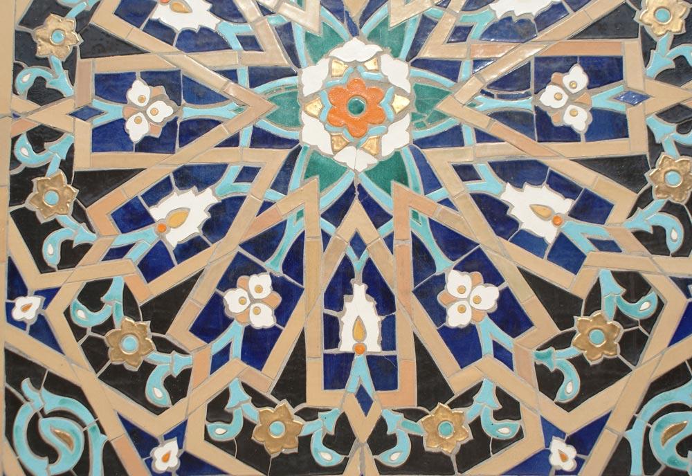 Mosaiques florale et géométrique de la Grande mosquée de Saint Petersbourg.