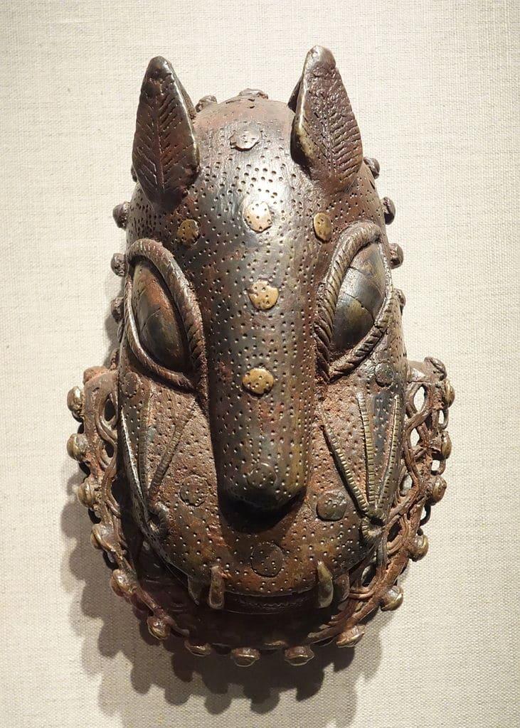 Tête de léopard du peuple edo, cour du Bénin au Nigéria (Fin 1700) au Young Museum de San Francisco.