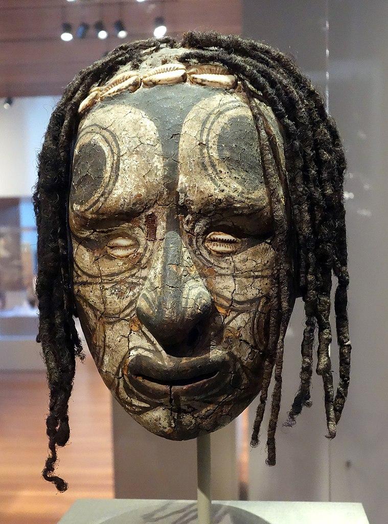 Tête d'ancêtre transformée, du peuple de Middle Sepik Iatmul (1800-1900) au Young Museum de San Francisco.
