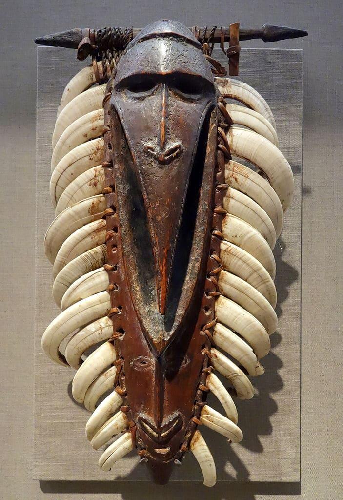 Poitrail du peuple de la rivière Ramu en Papouasie-Nouvelle-Guinée (1800-1900) au Young Museum de San Francisco.