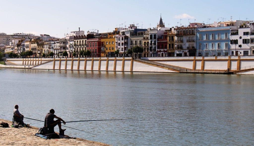 Vue sur le fleuve Guadalquivir et sur Triana, l'ancien quartier gitan de Séville.