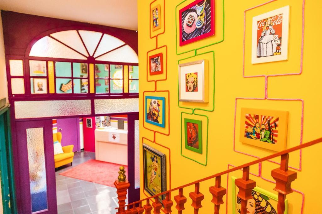 Kitsch Hostel Art, auberge de jeunesse à Séville.