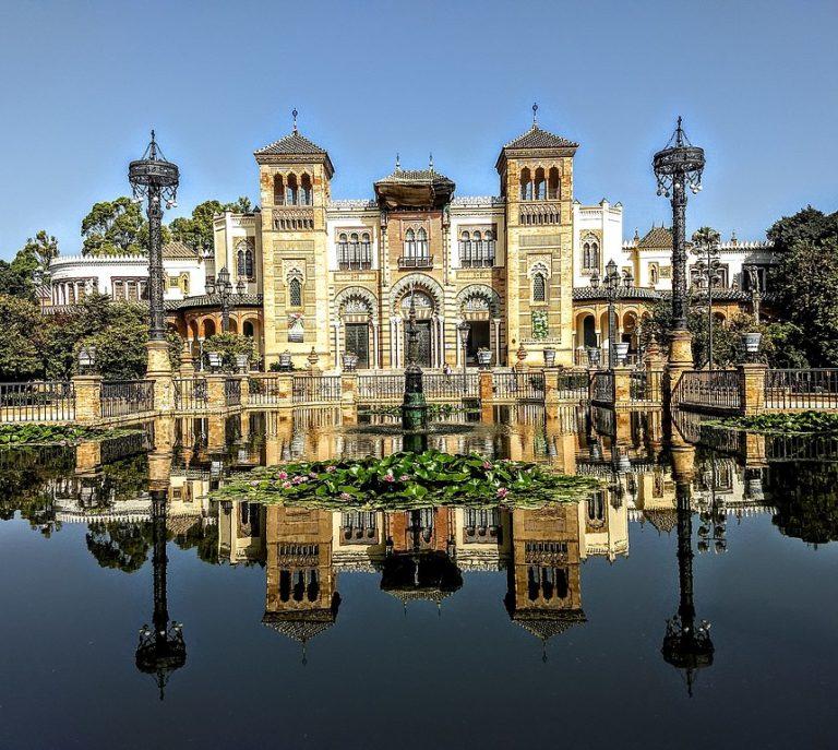 Plaza de America : Pavillon mudéjar accueillant le musée ethnographique de Séville - Photo de Domdeparis