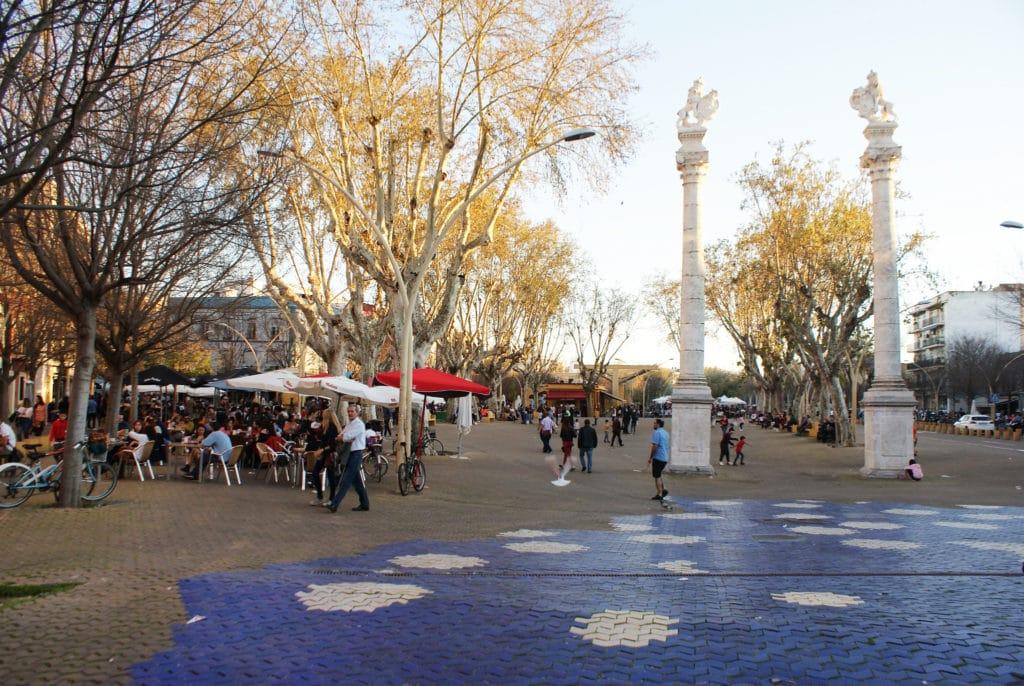 > La place Alameda de Hercules dans le quartier d'Alameda à Séville.