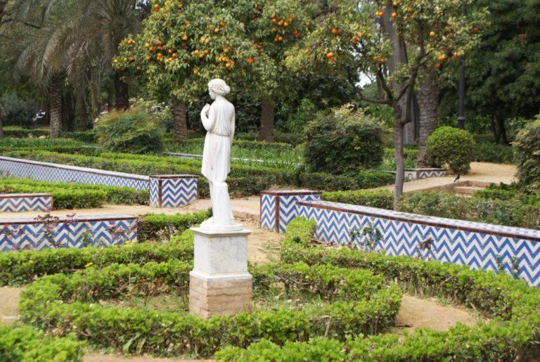Statue dans le parc Maria Luisa, le poumon vert de Séville.