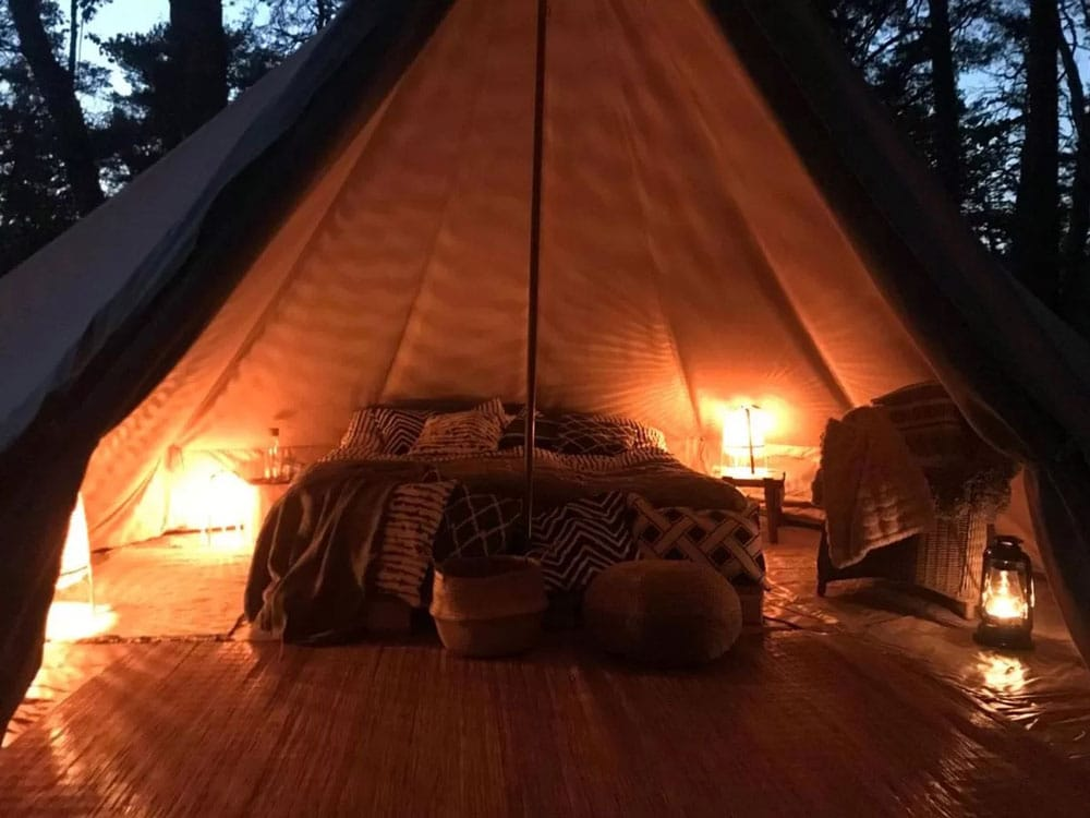 """Pour une expérience """"nature"""" dans la tente-tipi-yourte près de Stockholm."""