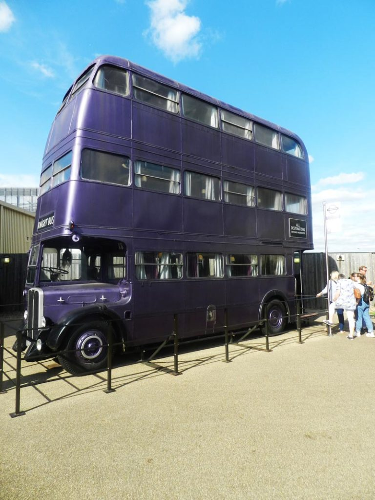 Bus à 3 étages « Knightbus » au Studio Harry Potter près de Londres