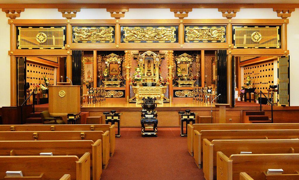 Intérieur et autel du temple bouddhiste Higashi Honganji à Los Angeles - Photo de Nandaro