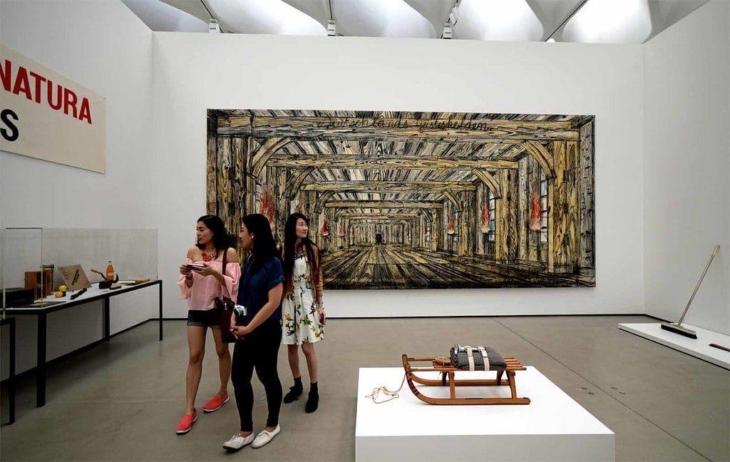 Exposition d'art contemporain dans The Broad Museum à Los Angeles - Photo de Ray S