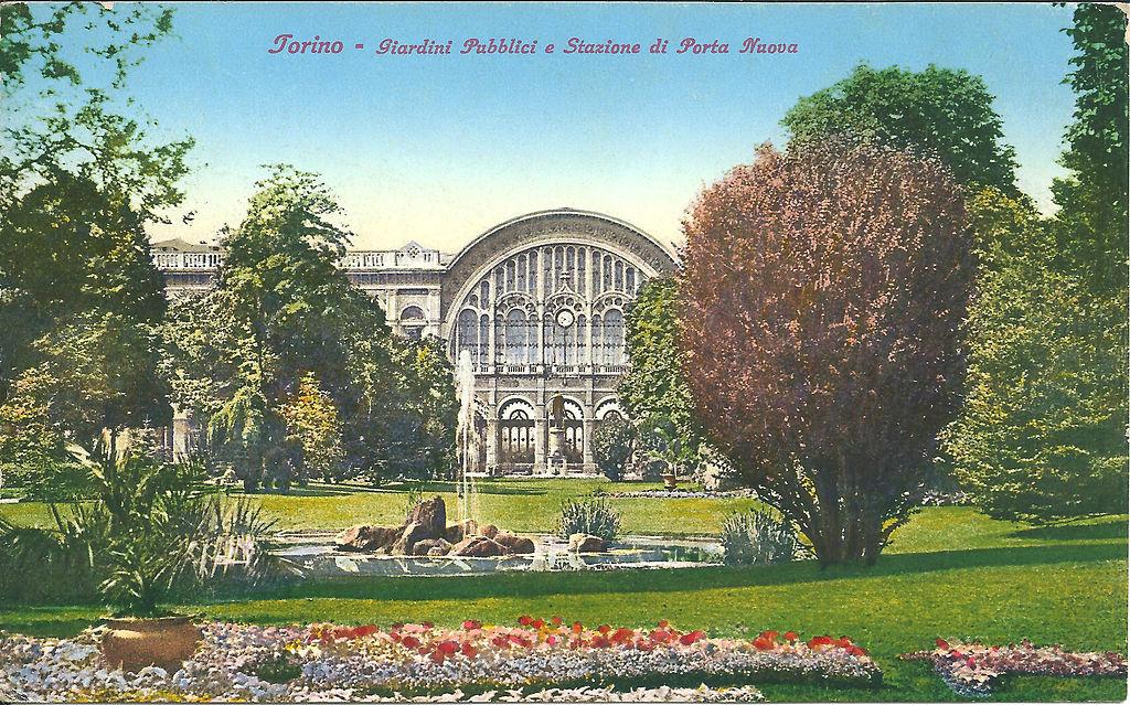 Gare de Porta Nuova à Turin sur une ancienne carte postale.