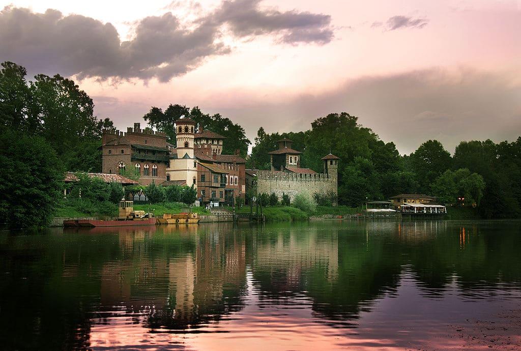 Quartier de San Salvario à Turin : Vie nocturne et beau parc [Sud]