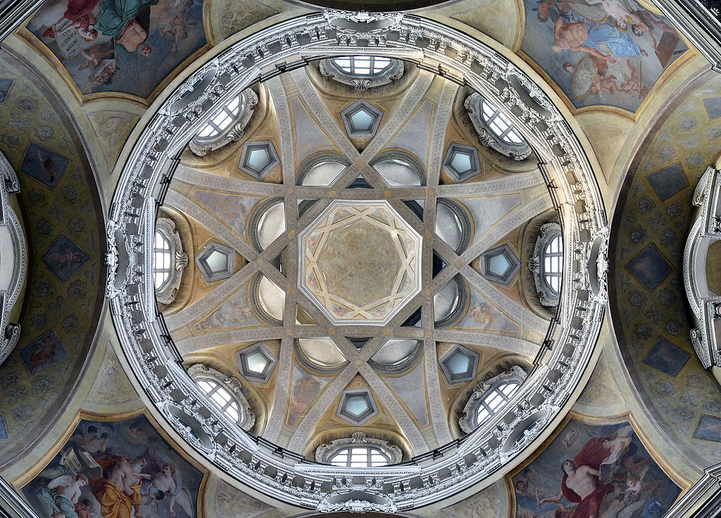 L'intérieur du dôme de l'église San Lorenzo dans la vieille ville de Turin. Photo de ivioandronico2013