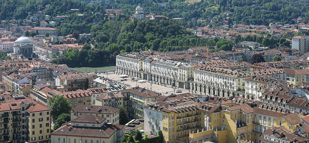 Vue sur la Piazza Veneto dans le centre historique de Turin. Photo de Klaus Foehl